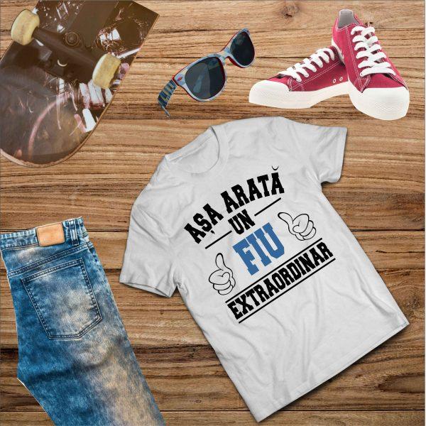 B005 Asa arata un Fiu Alb 600x600 Tricou Așa arată un Fiu Extraordinar tricouri-personalizate, tricouri-barbati