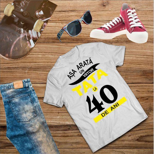 B006 Asa arata un Viitor Tata la 40 de ani Alb 600x600 Tricou Așa arată un viitor Tată tricouri-personalizate, tricouri-barbati