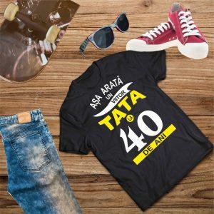B006 Asa arata un Viitor Tata la 40 de ani Negru 300x300 Tricou Așa arată un viitor Tată tricouri-personalizate, tricouri-barbati