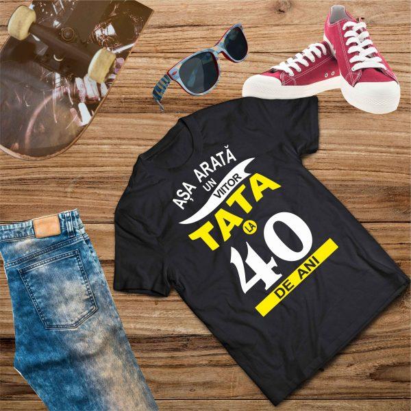 B006 Asa arata un Viitor Tata la 40 de ani Negru 600x600 Tricou Așa arată un viitor Tată tricouri-personalizate, tricouri-barbati
